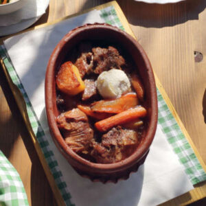 jagnjeći sač sa krompirom i kajmakom
